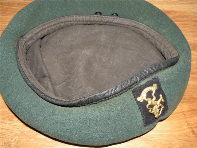 10IA Commando - 2 Dutch Troop Beret and cap badge (3)