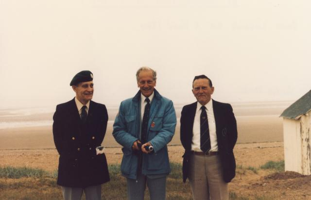 Vic Smart, Peter Gibson, Arthur Chivers. 3 Cdo