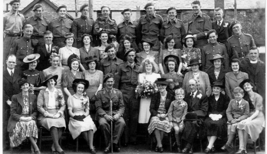 Wedding photo (1) of Albert te Grotenhuis  No.10IA Cdo 2 troop