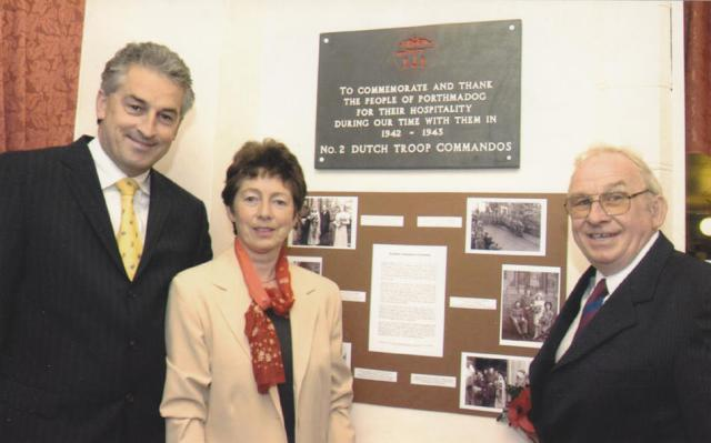 Unveiling of plaque by Dutch Commando relatives
