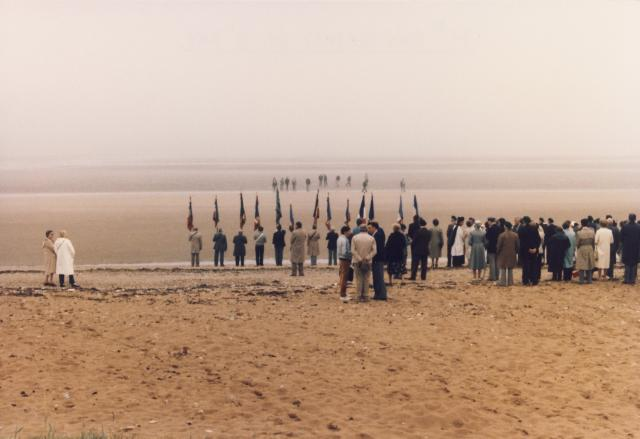 3 Cdo. Wreath laying on beach. Colleville-Montgomery