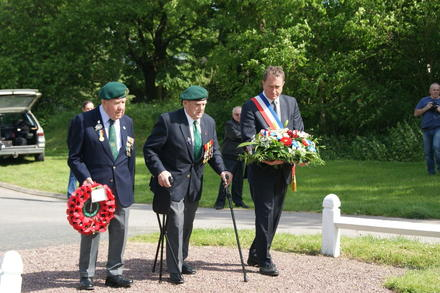 Wreath laying at the No.4 Cdo. Cairn Le Hauger 4th June 2013 (1)