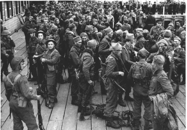 Combined Ops troops disembarking after Dieppe