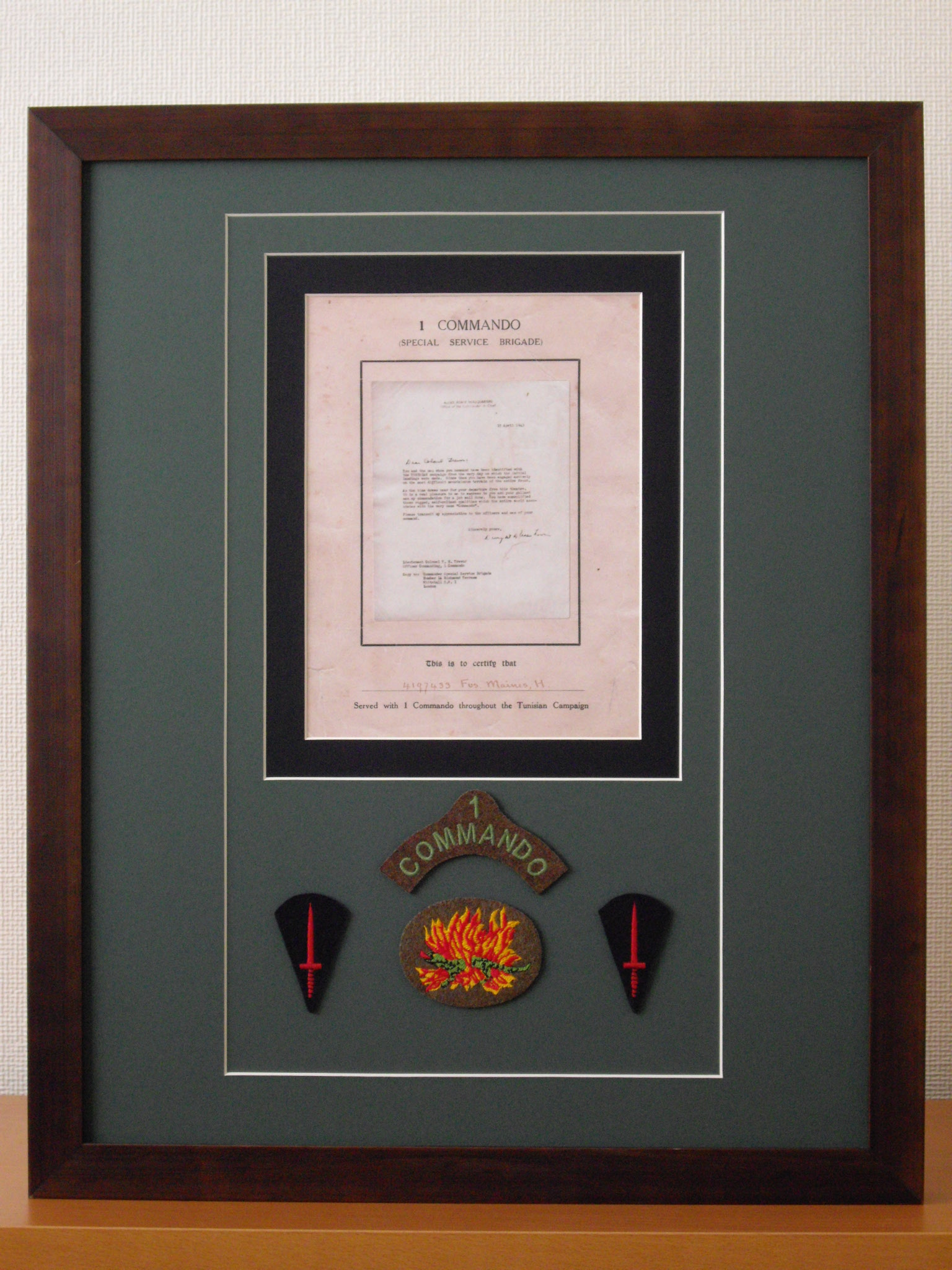 Operation Torch Certificate-Hugh Maines-No1 Commando plus repro 1st pattern No1 Insignia flanked by Commando Dagger patches.