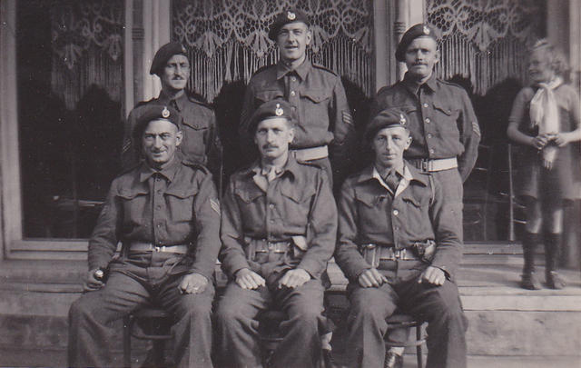 Sgt.Harry Hewitt, C/Sgt.Frederick Horsington, and others from 46RM Cdo 'S' troop