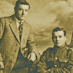 Private Leslie Matthews, No 9 Commando, and his brother Derek.