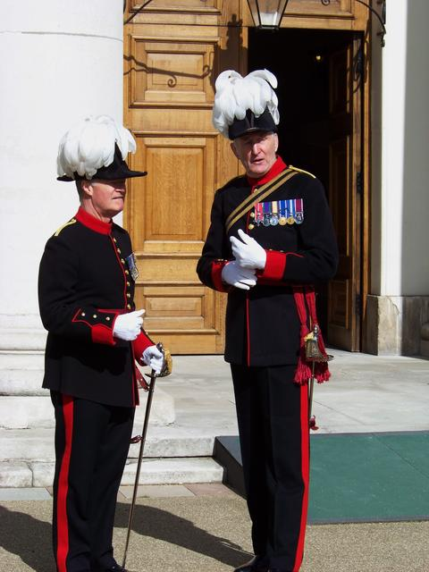 Captain of Invalids, Lt Col Rupert Lucas, briefs the Reviewing Officer, Quartermaster Lt Col Andy Hinkling, MBE.