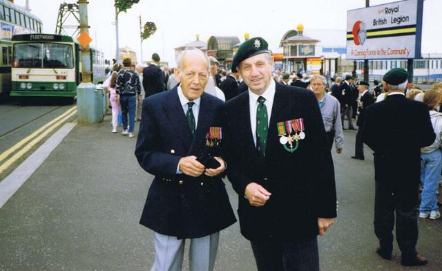 Charles Robson, No 5 Cdo., with unknown Commando veteran