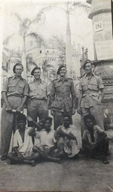 Mne Eddie Adams (1st left) and unknown from 44RM Cdo