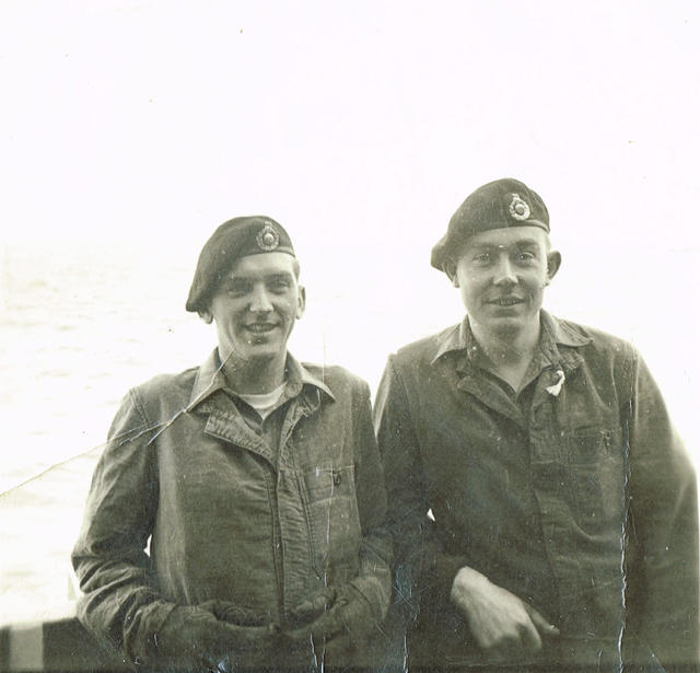Unknown and Mne Gerald Bunting (right), 40 Cdo RM