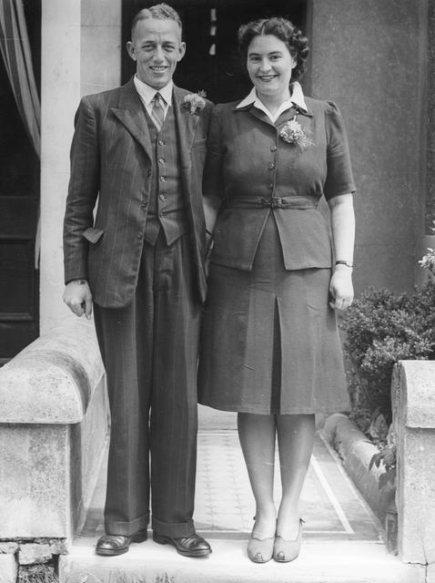 Mr & Mrs Frank Allum on their marriage, 1946