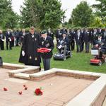 Ned Redman, No.5 Commando, lays the CVA Wreath.