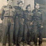 Pte Sheard (left) and others from No 2 Cdo.