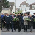 Mayors of Ouistreham and Colleville-Montgomery laying flowers