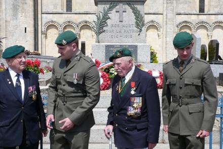 Pat Churchill (2nd from right) and others, Normandy June 2013