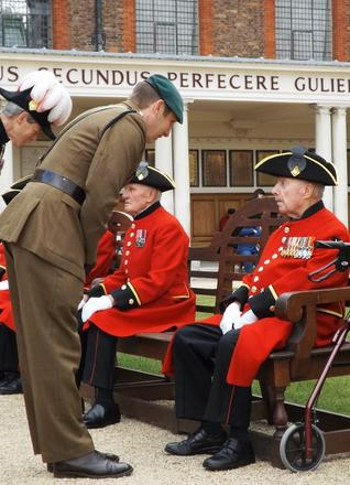 Lt Col Tom Salberg, MBE talks to Roy Cadman