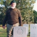 Geoff Broadman at the grave of Denis Amato, 48 RM Cdo