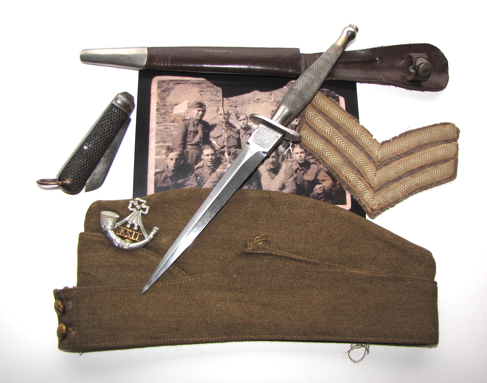 1st pattern FS knife and associated items of Sgt Roberts
