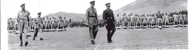 Maršal i T. Churchill na Visu obilaze postrojene komandose