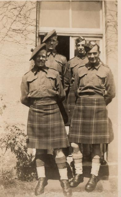 Kilts militaires WWII Dad+and+others590