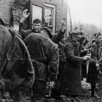 Commandos from 3 Troop No.10 IA Cdo with German PoW's